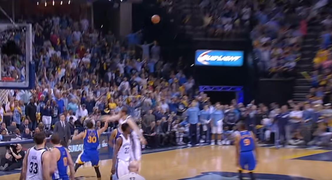 Curry這手感簡直不要太逆天,這一球進的估計對手都得服氣!