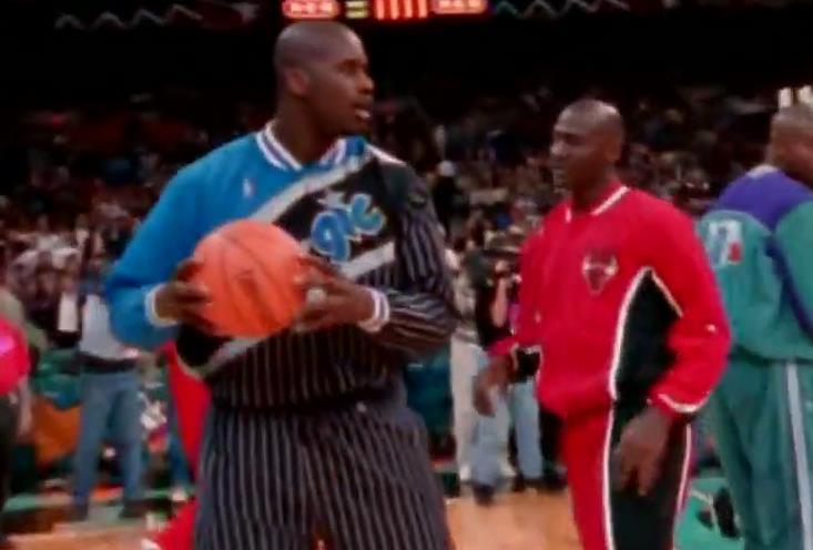 經典!回顧「籃球之神」和「大鯊魚」的鬥牛時刻