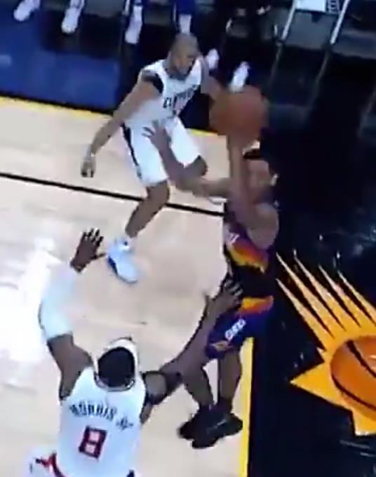 這球難度太高了!Payne走底線遇雙人包夾命中高弧度板後拋投