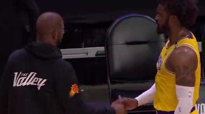 兩人握手致意!場上發生碰撞的Matthews向Paul表示歉意,
