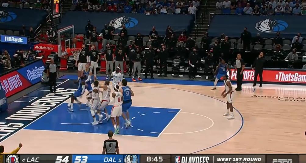 NBA今日最佳動作:軟硬兼施!Hardaway強突籃下空中閃避靈巧上籃!