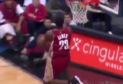 進入NBA的第一個賽季,詹姆斯是怎樣打球的?