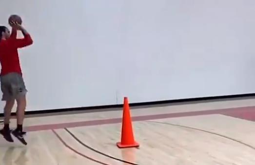 中鋒必備技能,Adams訓練三分球!