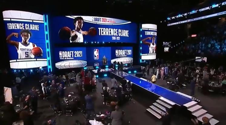 NBA選秀大會現場默哀Terrence Clarke,後者此前在車禍中喪生!
