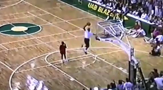 你絕對沒看過!喬丹表演賽連續三次罰球線灌籃,很輕鬆的感覺!