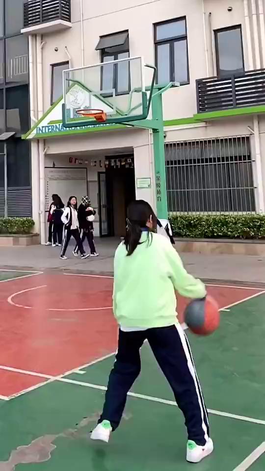 不服不行啊!現在的小妹妹打球都這麼厲害嗎?