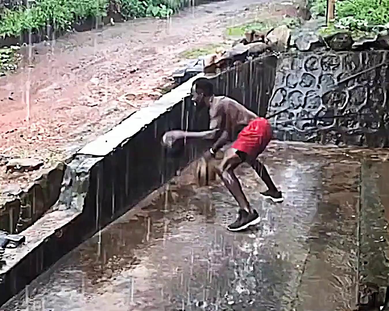 一個非洲年輕人的訓練影片,他在戰火紛飛的非洲追逐籃球夢!