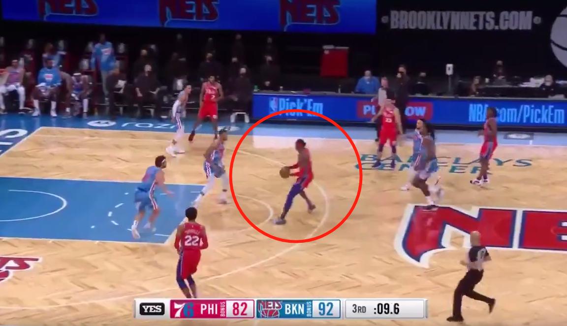 【影片】這球沒走步?魔獸接隊友傳球直接跑了起來,籃網全員一臉懵逼!