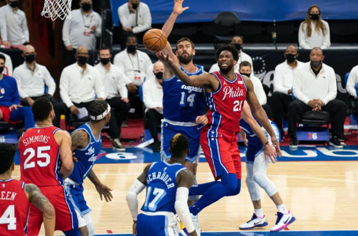 Embiid為裁判偏袒詹姆斯而不滿:換成是我對他同樣犯規,我早就被驅逐了!-黑特籃球-NBA新聞影音圖片分享社區