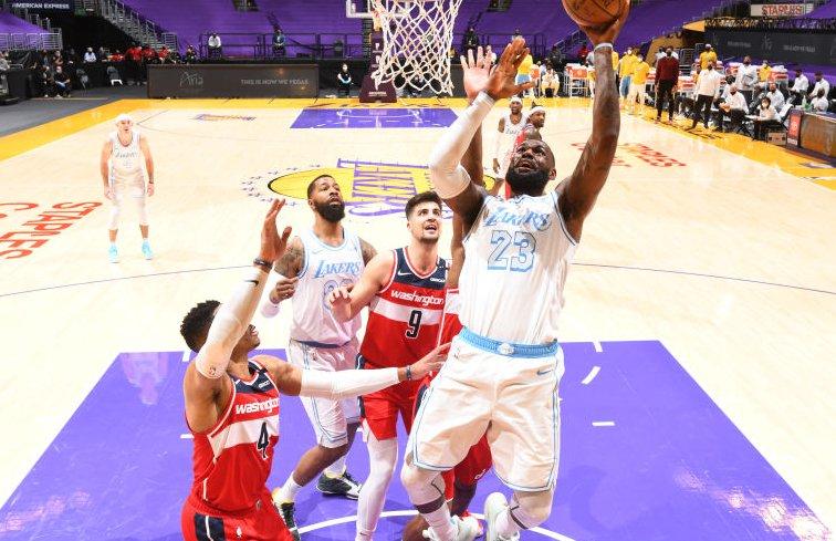無力回天!詹姆斯空砍31+9+13,關鍵2+1罰球卻不中!(影)-黑特籃球-NBA新聞影音圖片分享社區