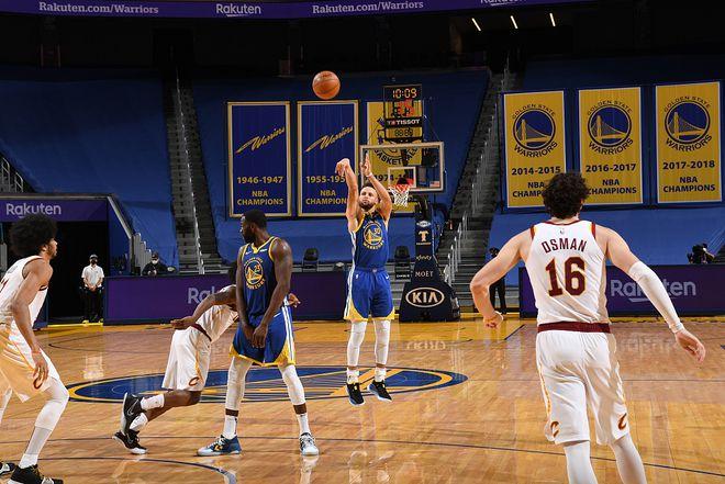 比肩籃球之神!Curry飆7顆三分輕取36+6,他把比賽變成了藝術!(影)