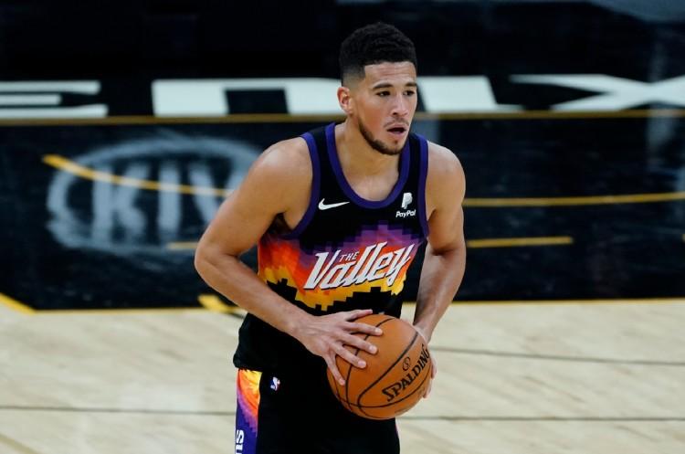 Booker無緣明星賽,詹姆斯和McCollum等人都不滿:他是全聯盟最不被尊重的球員!-黑特籃球-NBA新聞影音圖片分享社區