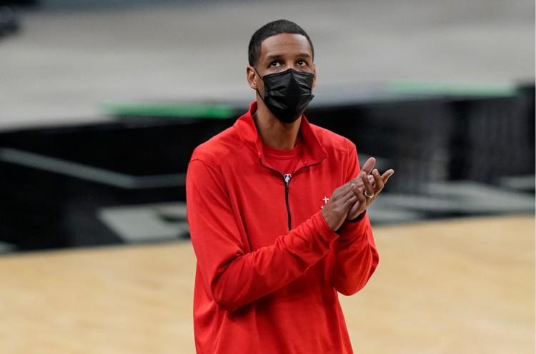 火箭新巨頭剛復出又傷了!今天本來想上場,無奈踩隊友腳又傷,哈登替身淪為玻璃人…-黑特籃球-NBA新聞影音圖片分享社區