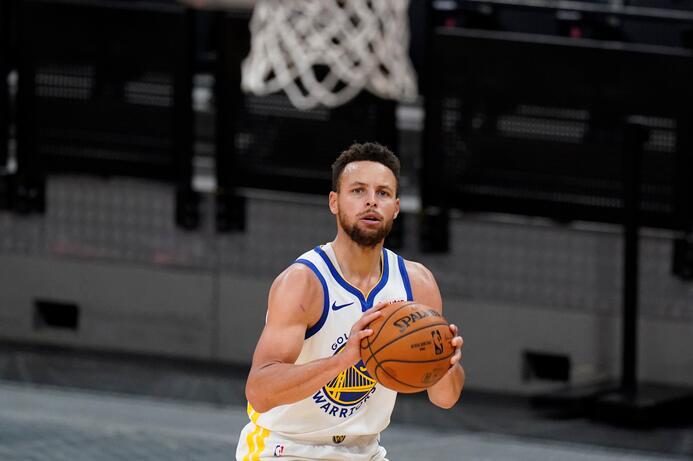 投進1000個三分要多少場?Ray Allen用了473場,柯瑞369場,有一人比Curry還快!