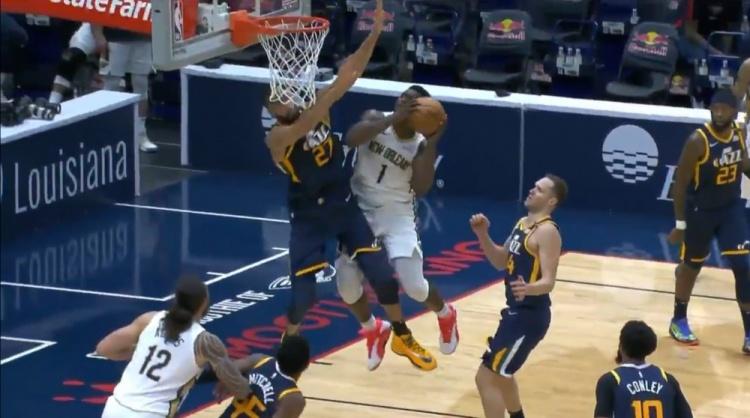 【影片】太離譜了!Zion上籃空中硬懟Gobert,後者直接被頂飛,爵士球員都呆了!